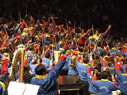 Gustavo Dudamel, Simón Bolívar Debut